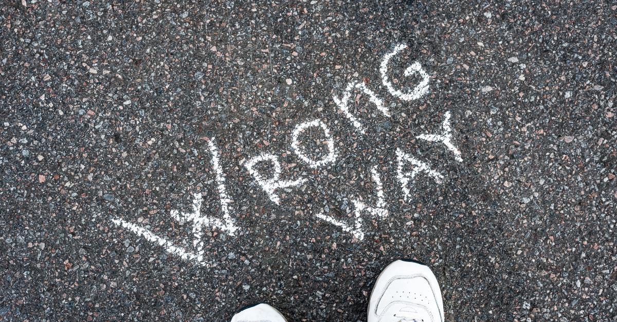 Wrong Way Zeichen auf der Straße